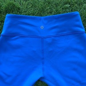 Blue/black Lululemon reversible capri pants size 8